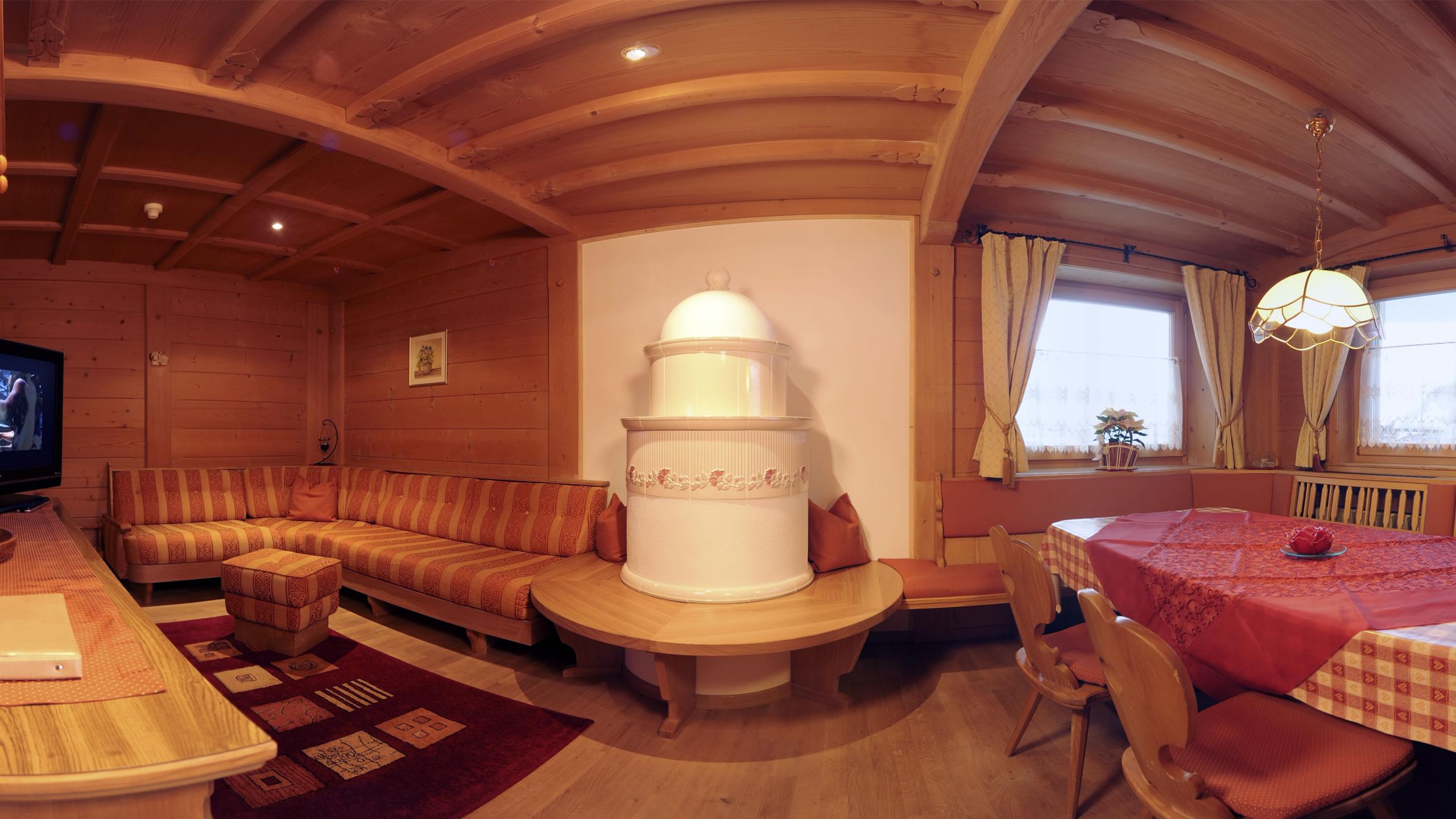 Appartamento sella ammobiliato in stile tirolese si for Aggiunta stanza indipendente
